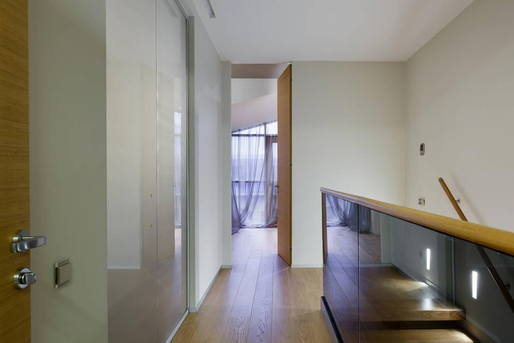 Кородор Коридор, прихожая и лестница в стиле минимализм от (DZ)M Интеллектуальный Дизайн Минимализм