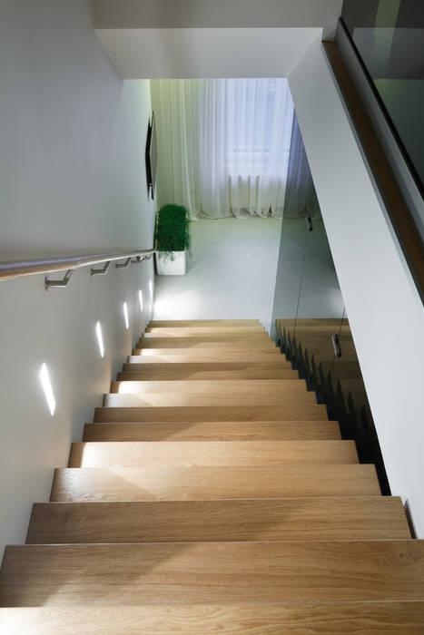 Лестница Коридор, прихожая и лестница в стиле минимализм от (DZ)M Интеллектуальный Дизайн Минимализм