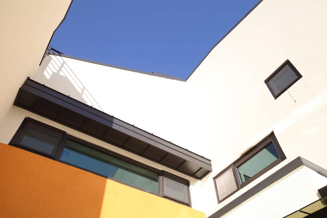 중정 하늘: 주택설계전문 디자인그룹 홈스타일토토의  주택
