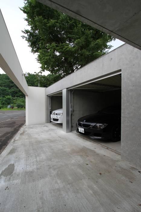 ナカノサワの家 モダンデザインの ガレージ・物置 の 株式会社コウド一級建築士事務所 モダン