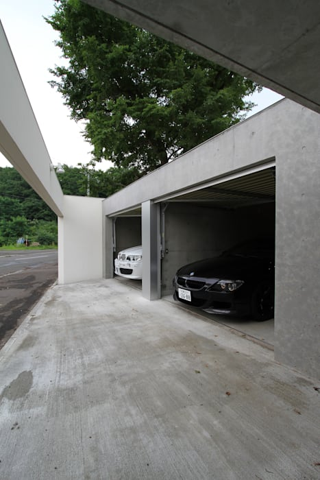 Garajes de estilo moderno de 株式会社コウド一級建築士事務所 Moderno