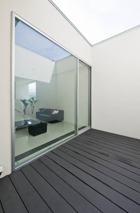ナカノサワの家 モダンデザインの テラス の 株式会社コウド一級建築士事務所 モダン