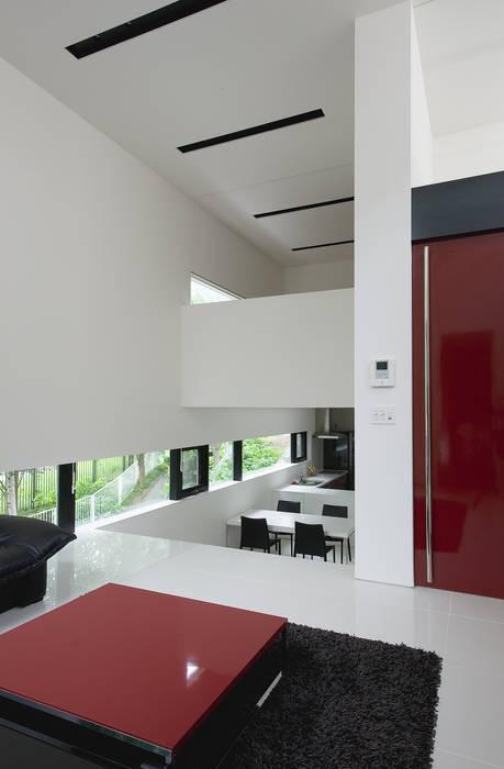 Livings de estilo moderno de 株式会社コウド一級建築士事務所 Moderno