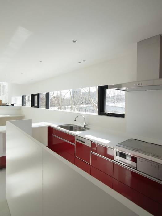 Cocinas de estilo moderno de 株式会社コウド一級建築士事務所 Moderno