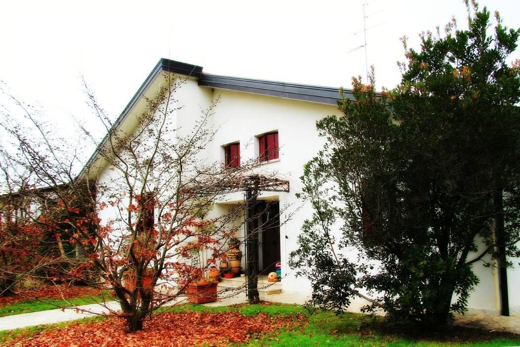 """Abitazione privata """"laGanga Wines"""": Giardino in stile in stile Rustico di Studio Tecnico Fabbro"""