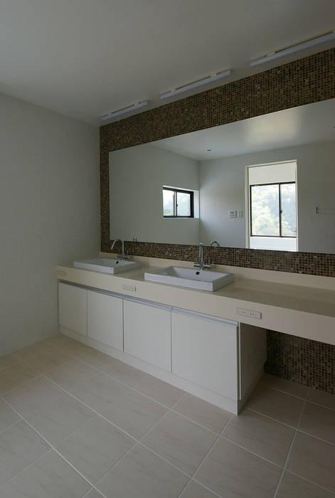 兵庫県佐用町の別荘 一級建築士事務所アールタイプ モダンスタイルの お風呂