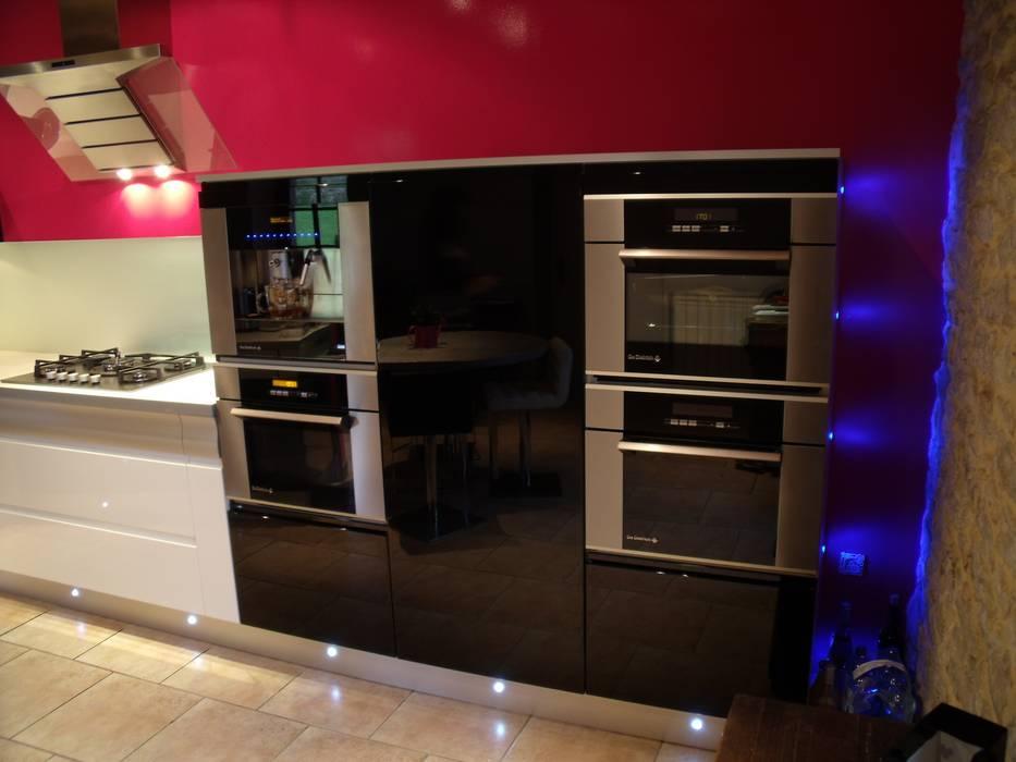 Modern Kitchen by Atelier Cuisine Modern