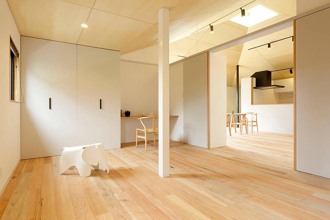 Dormitorios de estilo moderno de 株式会社ミユキデザイン(miyukidesign.inc) Moderno