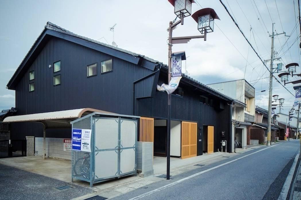 花しょうぶ通りの家・外観 日本家屋・アジアの家 の タクタク/クニヤス建築設計 和風