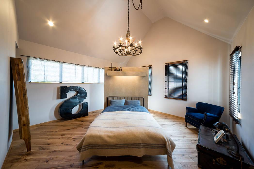 アースカラーでまとめた癒しのマスターベットルーム オリジナルスタイルの 寝室 の パパママハウス株式会社 オリジナル
