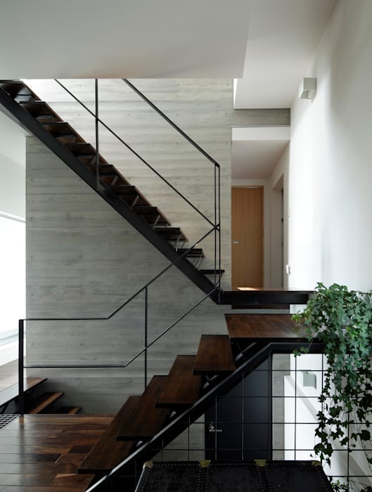 1階ホール 久保田正一建築研究所 モダンスタイルの 玄関&廊下&階段