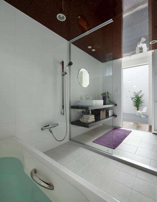 2階 バスルーム モダンスタイルの お風呂 の 久保田正一建築研究所 モダン