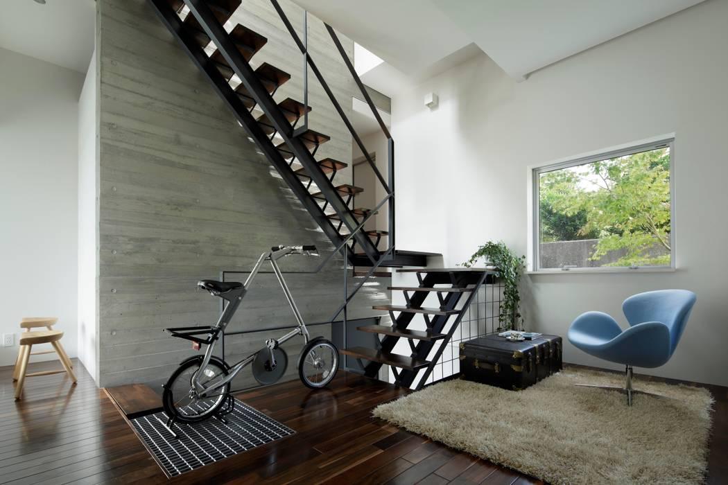 1階ホール 階段 モダンスタイルの 玄関&廊下&階段 の 久保田正一建築研究所 モダン