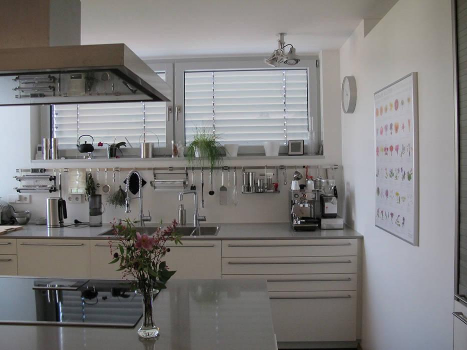 Haus B in Waiblingen bohnarchitektur Moderne Küchen