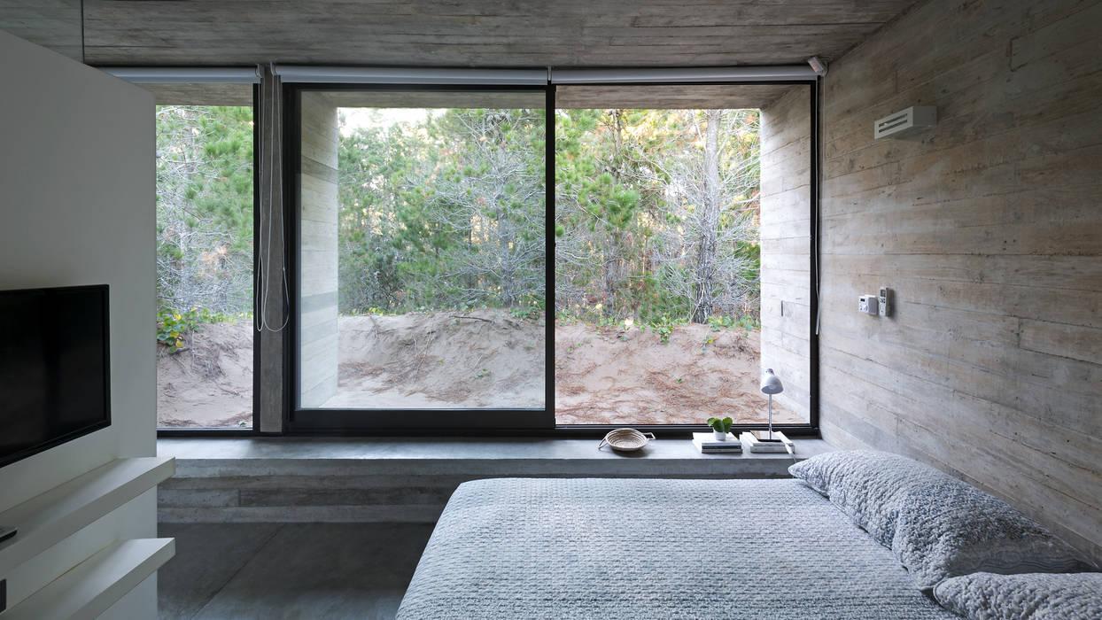 Bedroom by Besonías Almeida arquitectos,