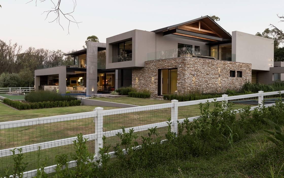 House in Blair Atholl by Nico Van Der Meulen Architects Сучасний