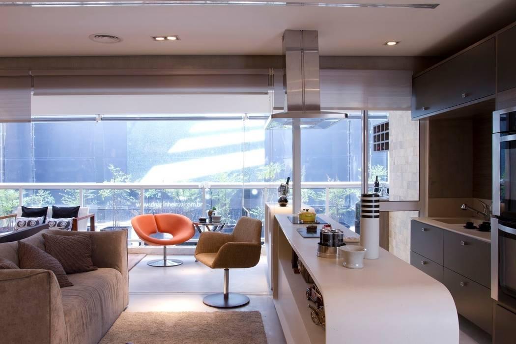 Integração da sala e cozinha: Cozinhas  por Ana Bartira Brancante Arquitetura