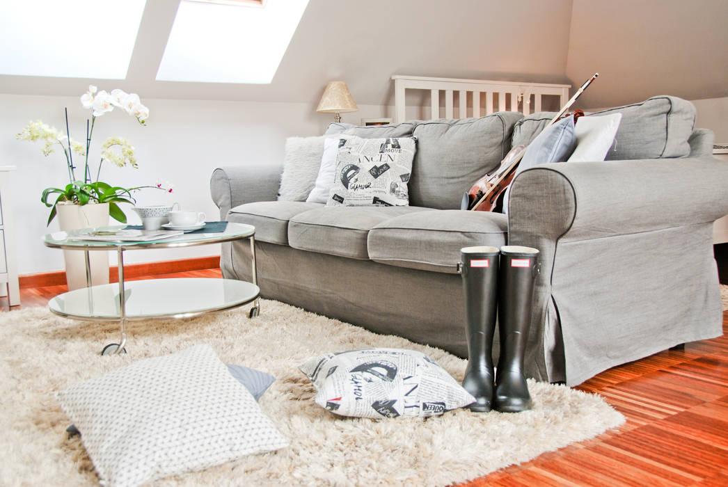 Scandinavian style living room by YNOX Architektura Wnętrz Scandinavian