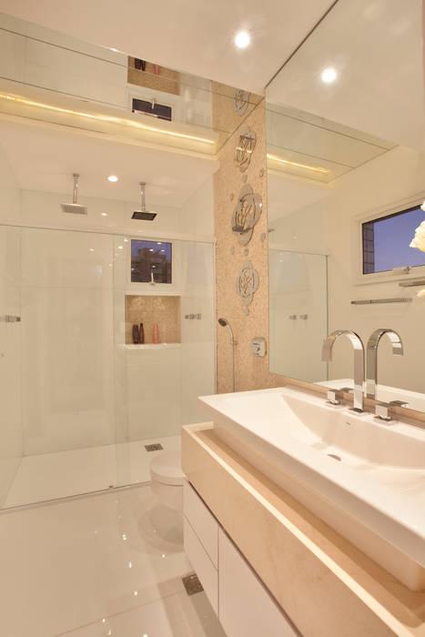 Apartamento Jatobá Designer de Interiores e Paisagista Iara Kílaris Banheiros modernos