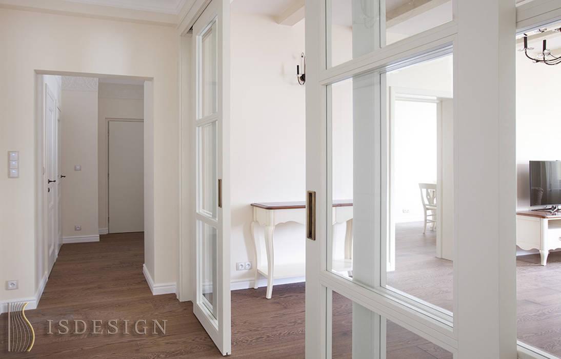 Раздвижная дверь в гостиную: Гостиная в . Автор – ISDesign group s.r.o., Кантри