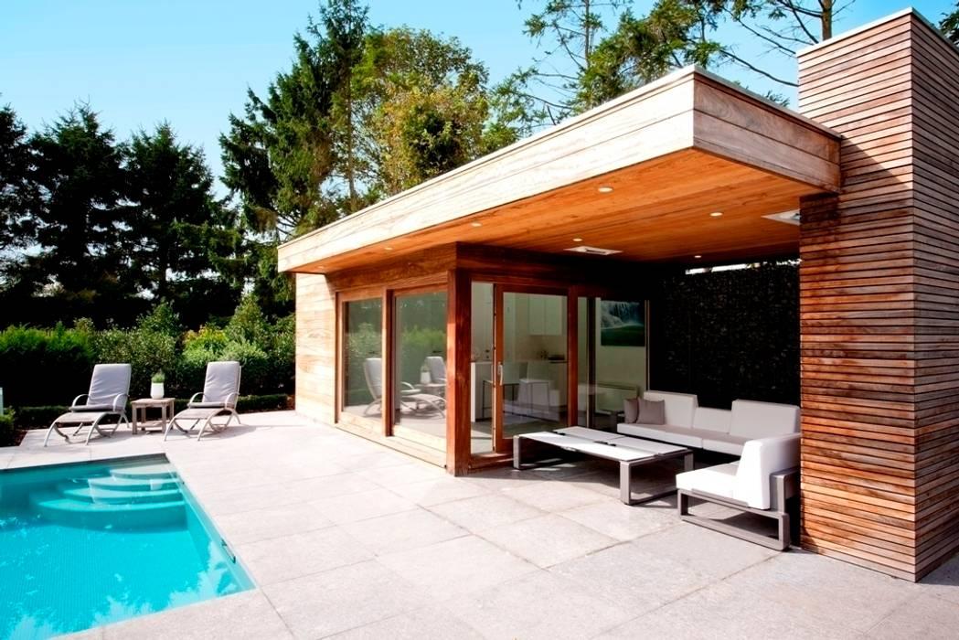 Moderne poolhouse.:  Tuin door Vetrabo