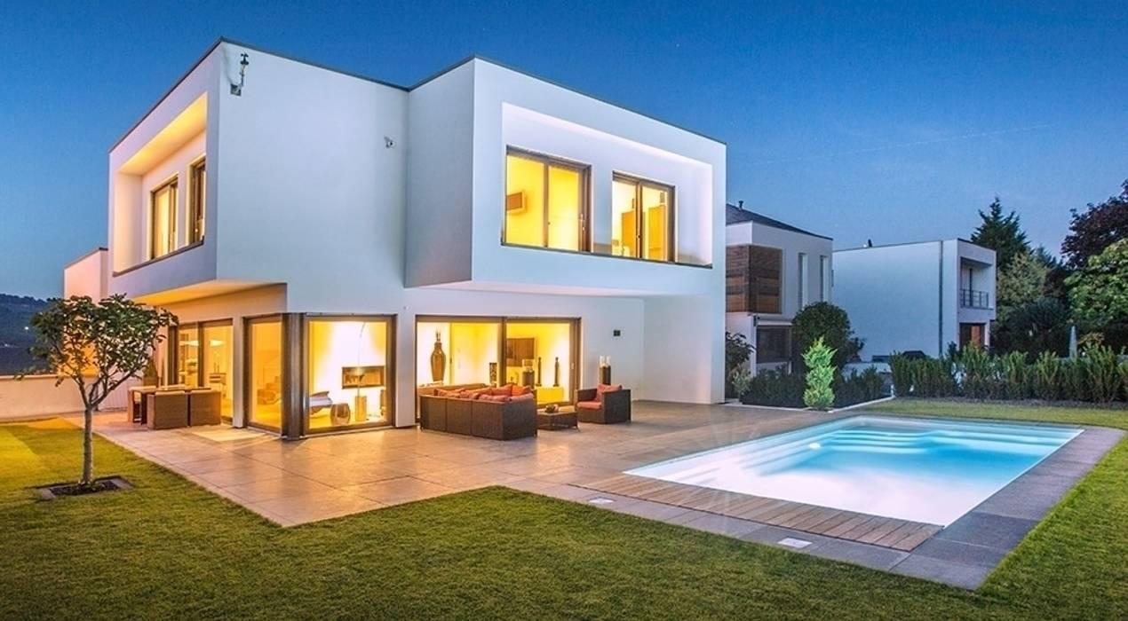 Hausentwurf Herausragende Kuben:  Häuser von OKAL Haus GmbH