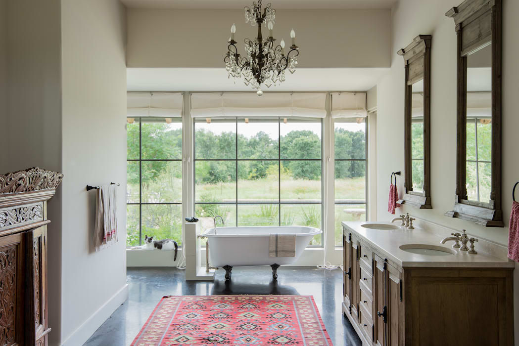 Bathroom by Hugh Jefferson Randolph Architects, Country
