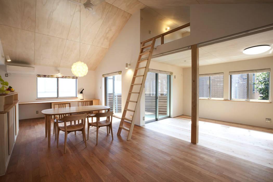 Livings de estilo escandinavo de 光風舎1級建築士事務所 Escandinavo