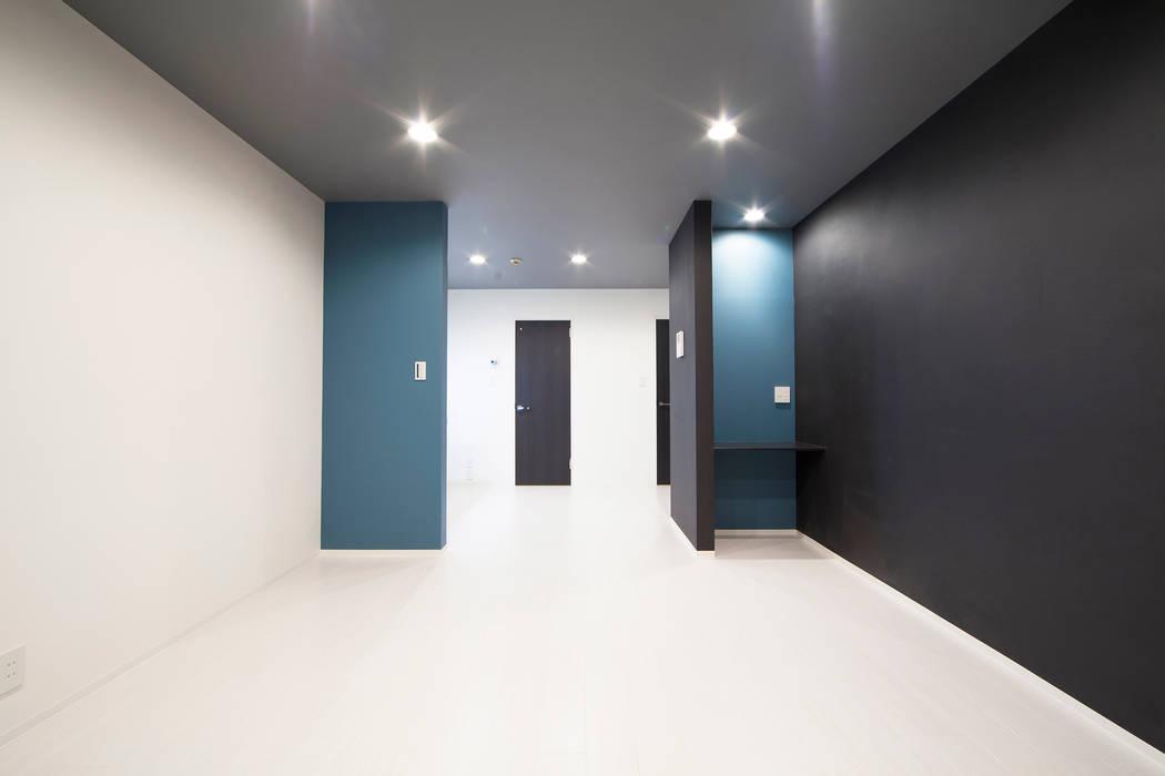 PEACOCK LIFE: 株式会社クラスコデザインスタジオが手掛けたリビングです。