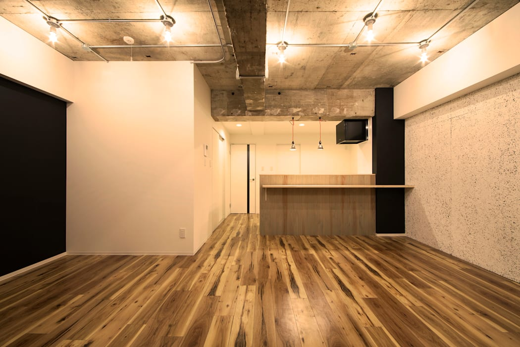 UNDRESS LIFE: 株式会社クラスコデザインスタジオが手掛けたリビングです。