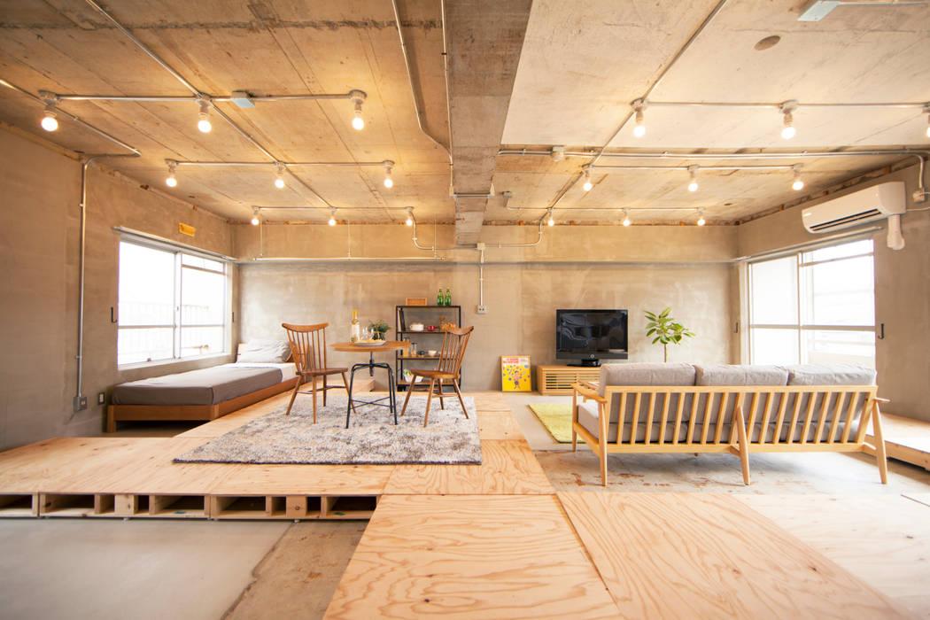 Livings de estilo moderno de 株式会社クラスコデザインスタジオ Moderno