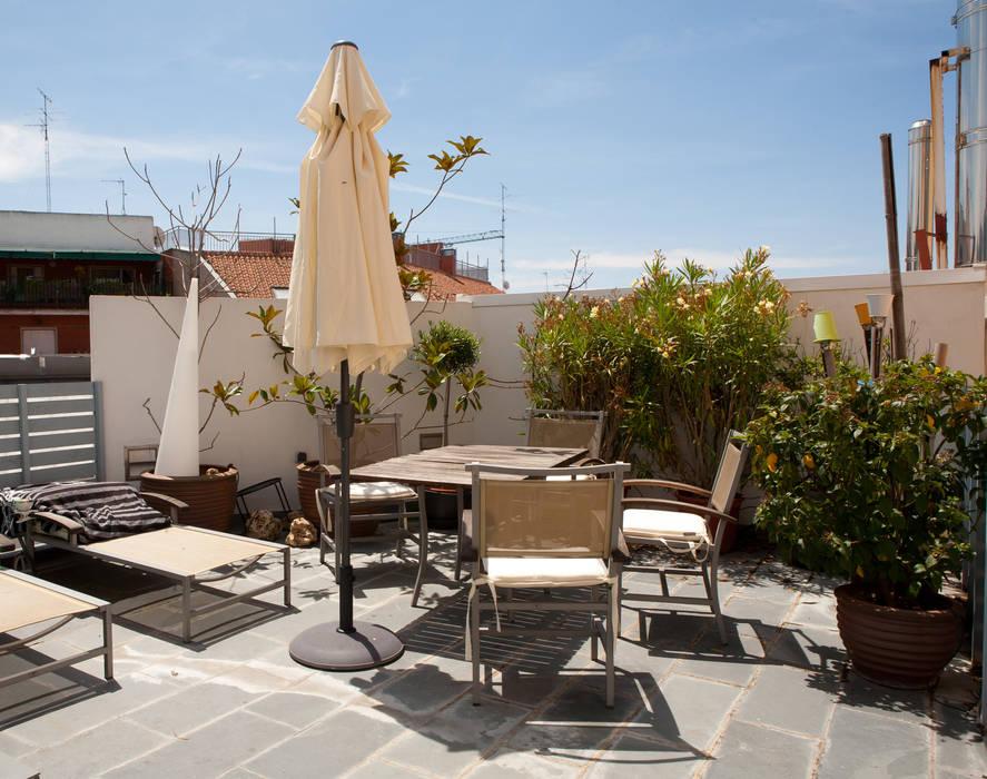 LOFT ATOCHA. Madrid Balcones y terrazas de estilo moderno de Beriot, Bernardini arquitectos Moderno