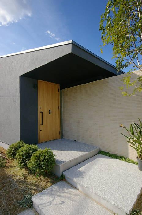堺市の住宅 / 縁側のある家 モダンな 窓&ドア の 一級建築士事務所アールタイプ モダン