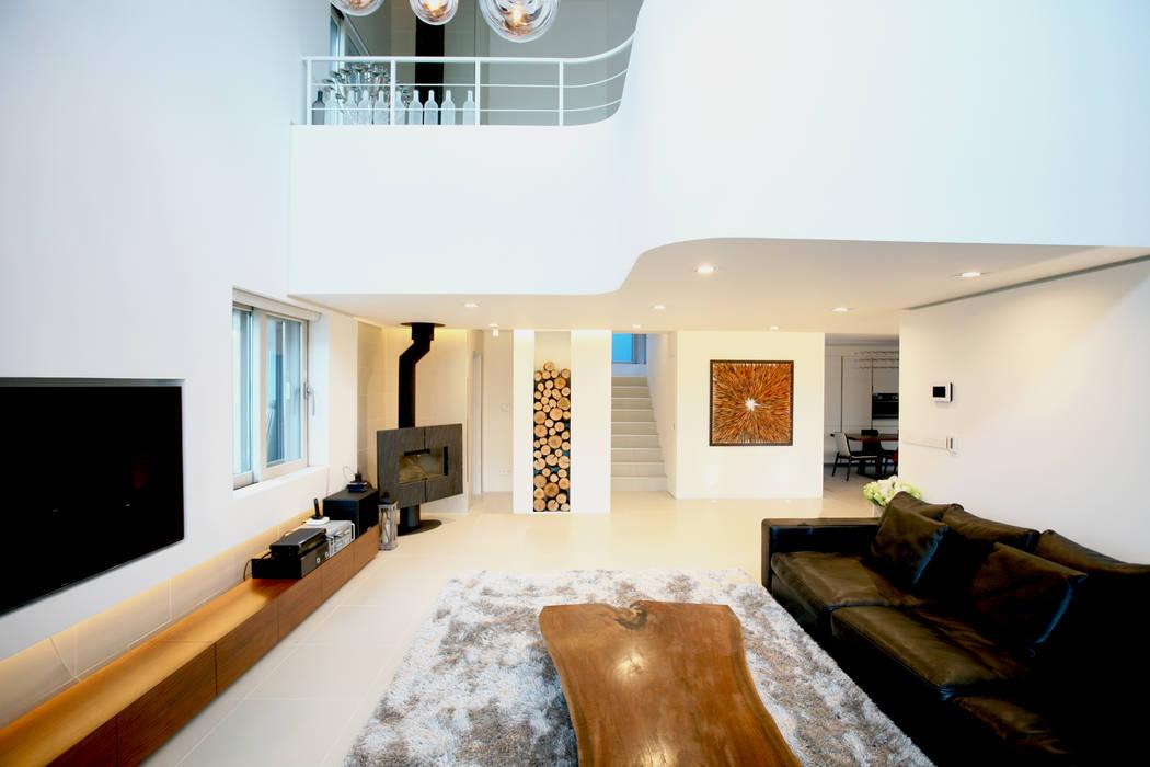 Livings de estilo minimalista de HBA-rchitects Minimalista