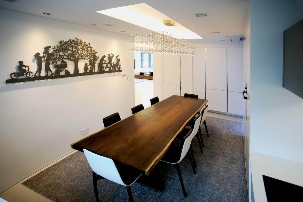 GALLERY HOUSE 미술가의 집 미니멀리스트 다이닝 룸 by HBA-rchitects 미니멀