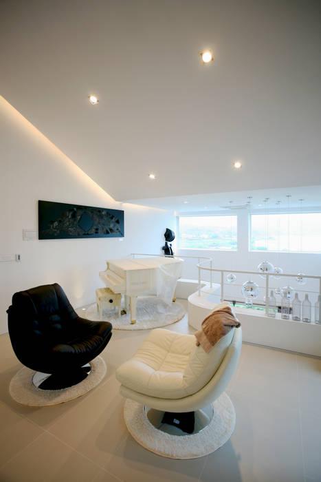 Salon minimaliste par HBA-rchitects Minimaliste