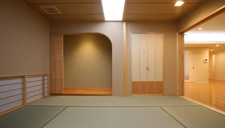 Modern living room by 吉田設計+アトリエアジュール Modern