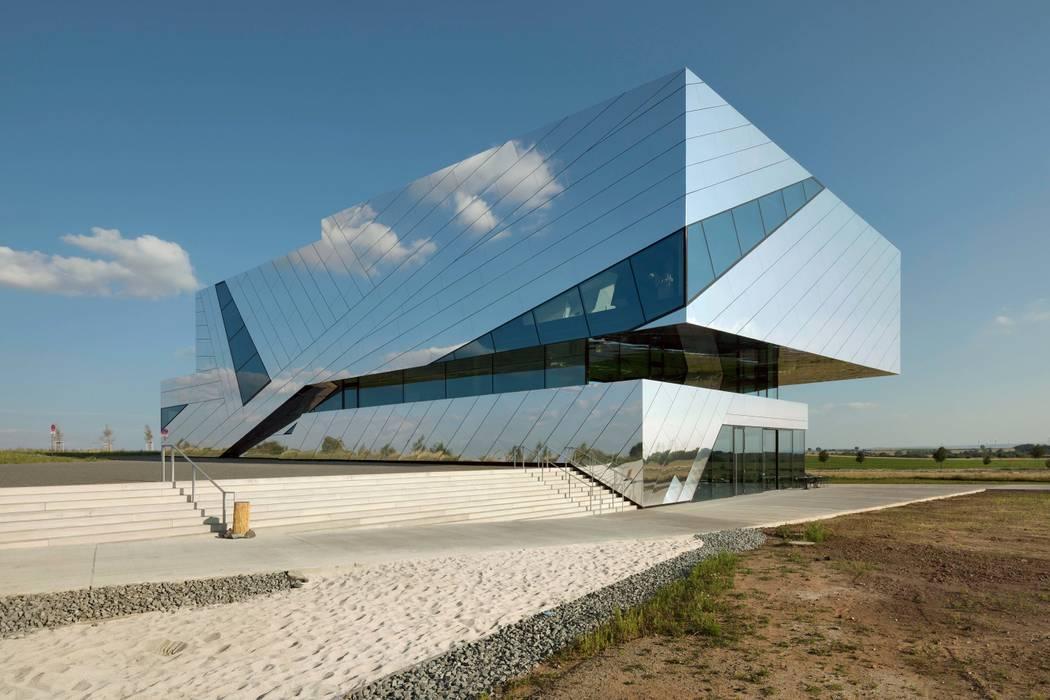 Spiegelnder monolith moderne museen von alucobond - 3a ...