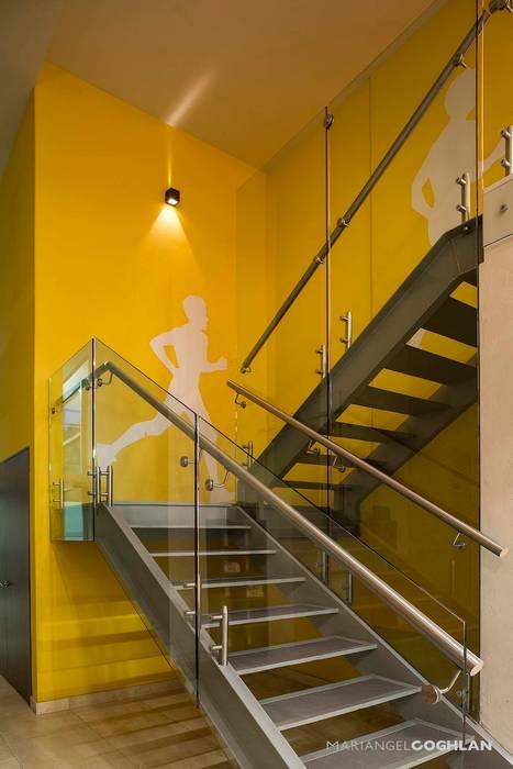 Hares Select Pasillos, vestíbulos y escaleras modernos de MARIANGEL COGHLAN Moderno