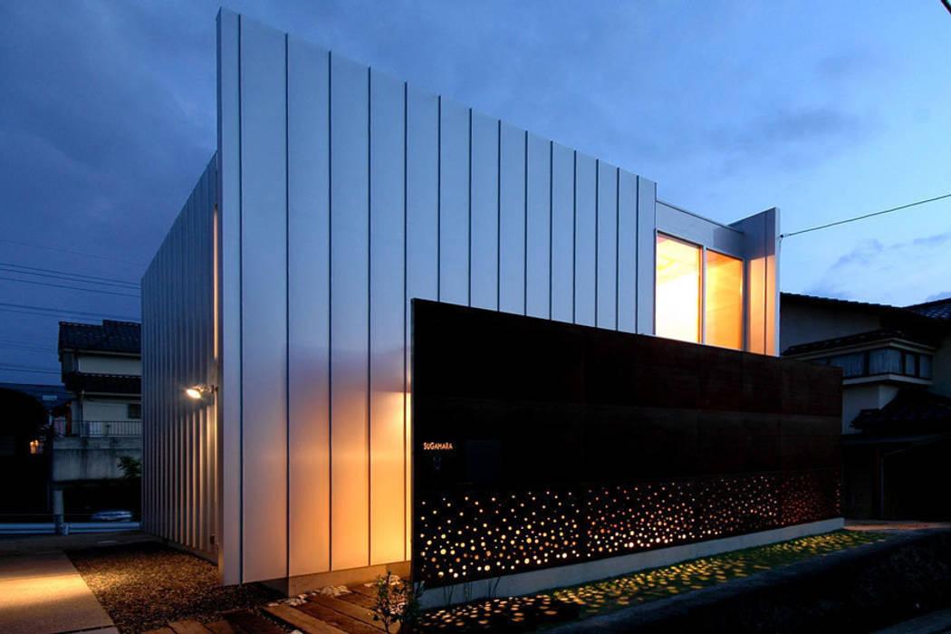 ウイングハウスの夜景 モダンな 家 の 土居建築工房 モダン