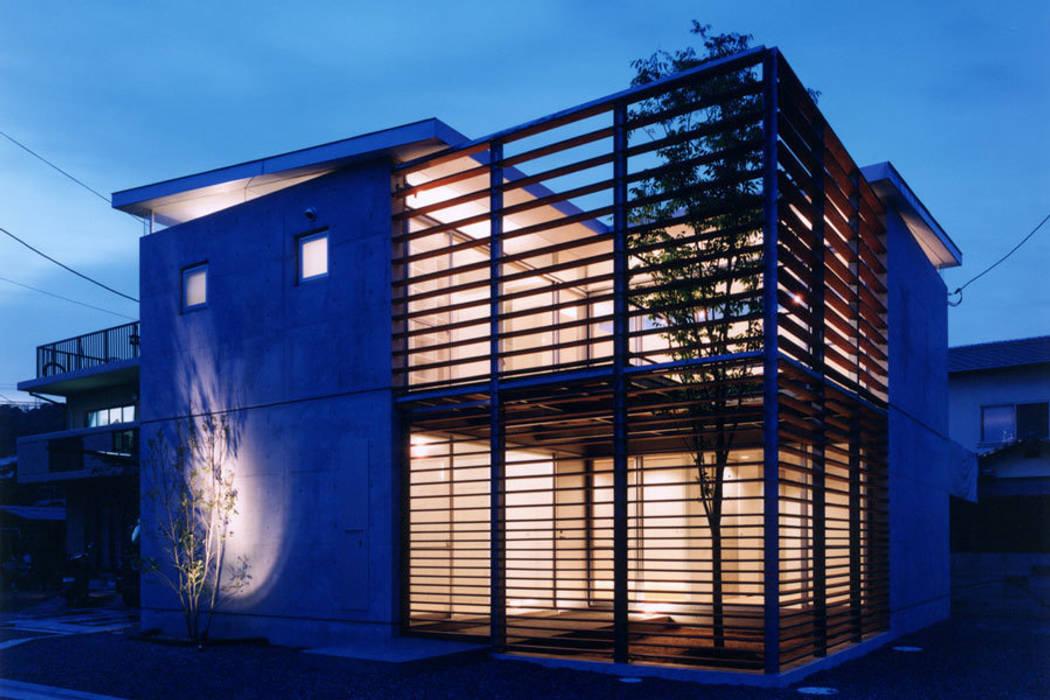 コートハウス2の夜景: 土居建築工房が手掛けた家です。,モダン