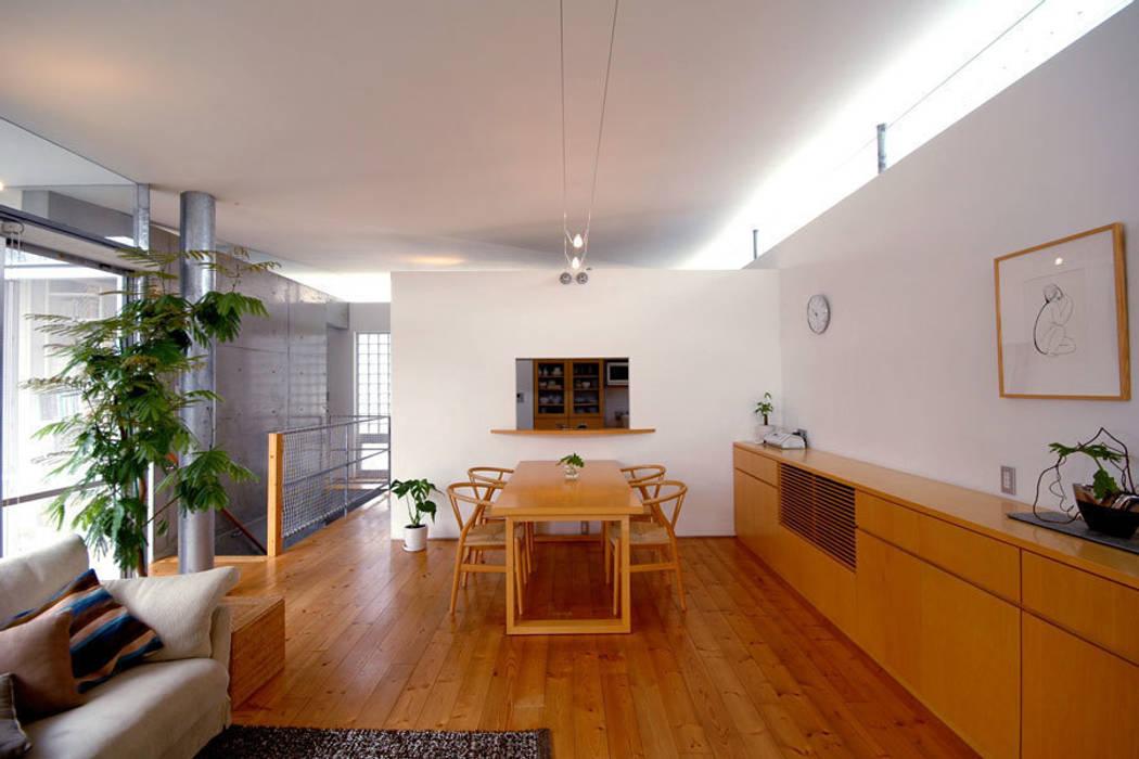 コートハウス2のダイニング モダンデザインの ダイニング の 土居建築工房 モダン