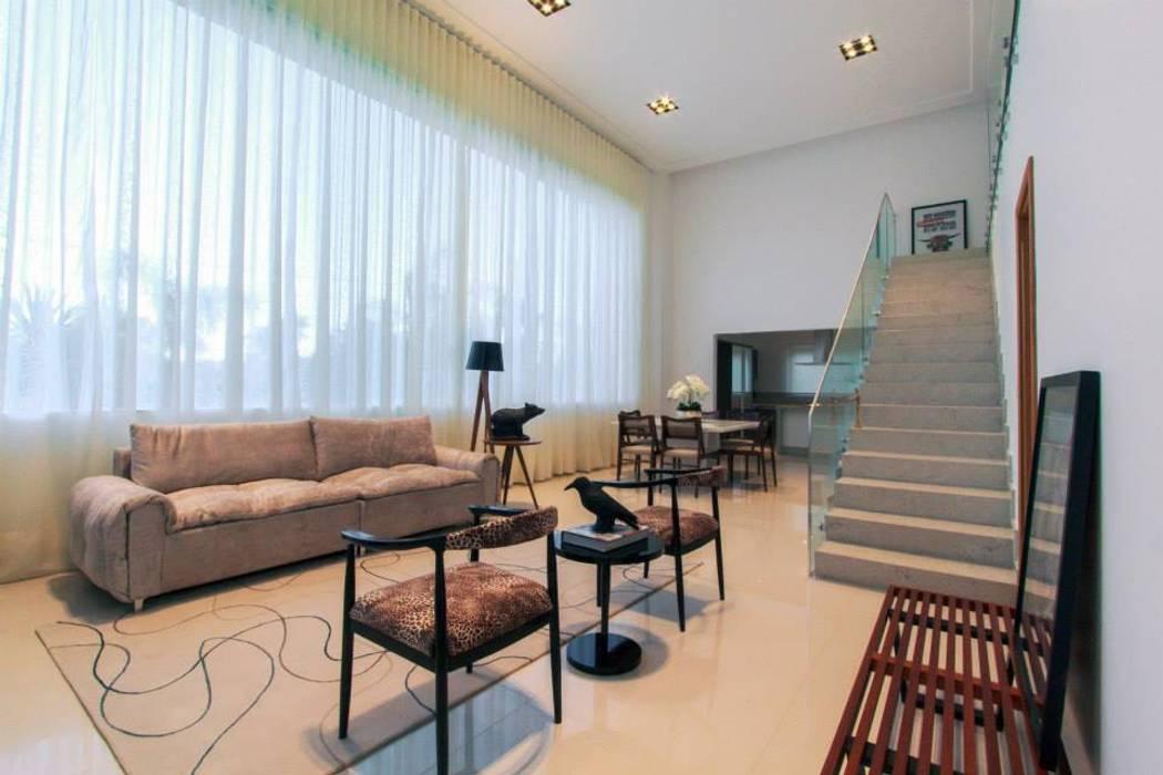 Luz natural abundante Tony Santos Arquitetura Living room
