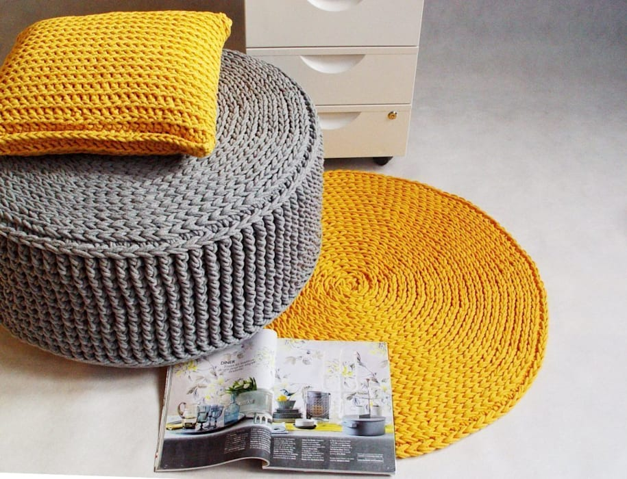 Handmade crochet rug, crochet carpet, round rug, knitted carpet, knitted rug, model COPENHAGEN color 21 and pouf model CATANIA de RENATA NEKRASZ art & design Escandinavo
