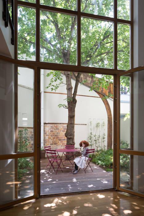 Baie vitrée: Fenêtres de style  par Atelier architecture située