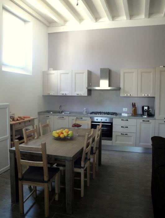 ristrutturazione casa m.g.: Sala da pranzo in stile in stile Moderno di Laura Mattiuzzo Architetto
