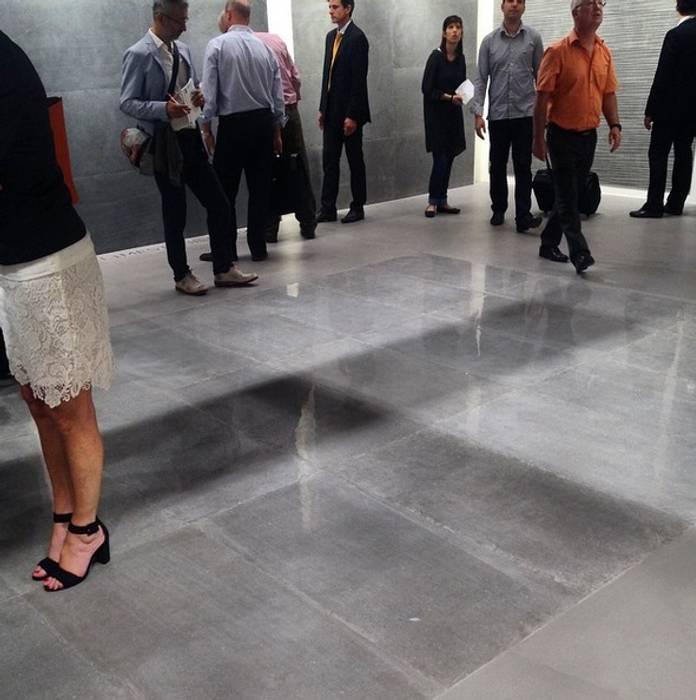Plaza Yapı Malzemeleri – Beton Görününümlü İtalyan Seramik:  tarz Sergi Alanları