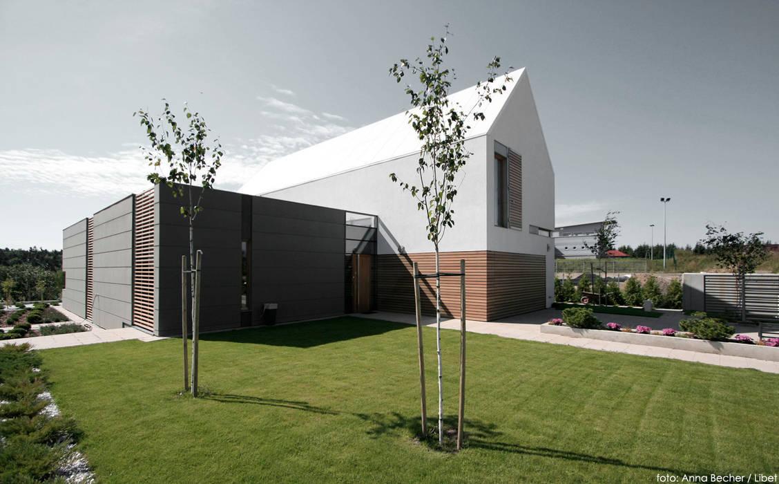 Minimalist house by PRACOWNIA 111 Minimalist