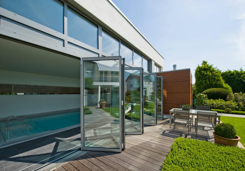 Piscinas de estilo  por Solarlux GmbH, Moderno