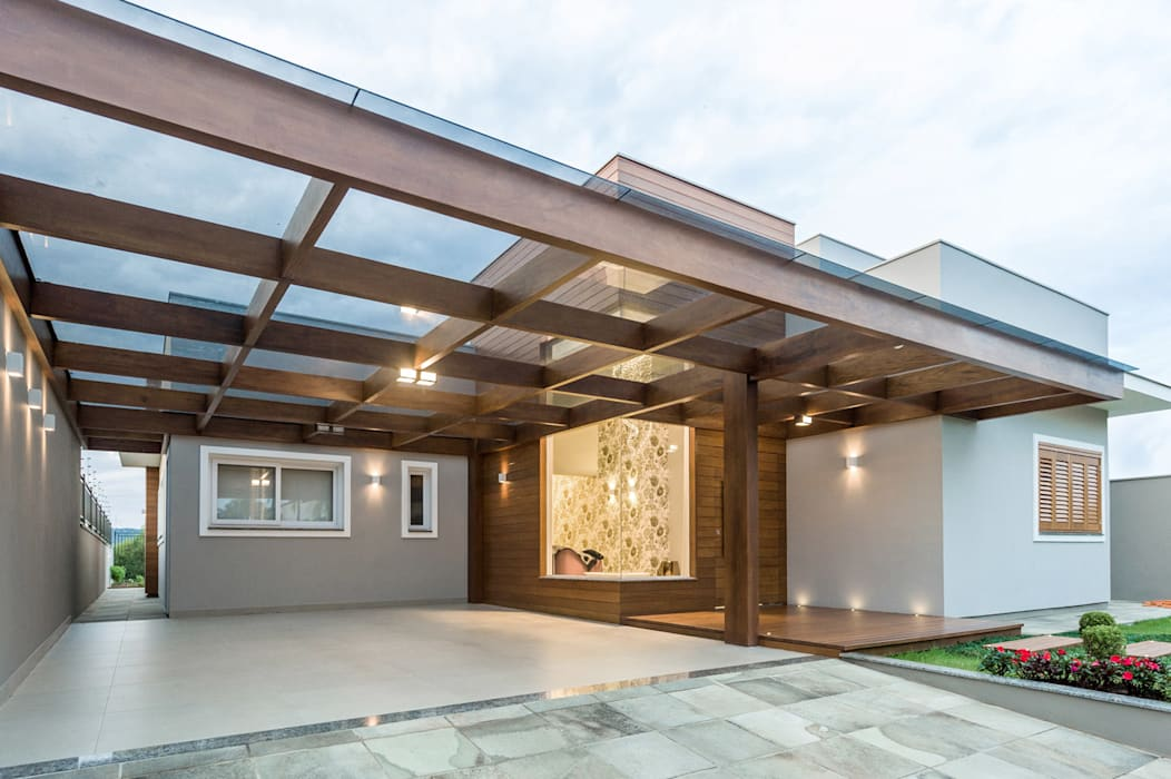 Modern garage/shed by Plena Madeiras Nobres Modern